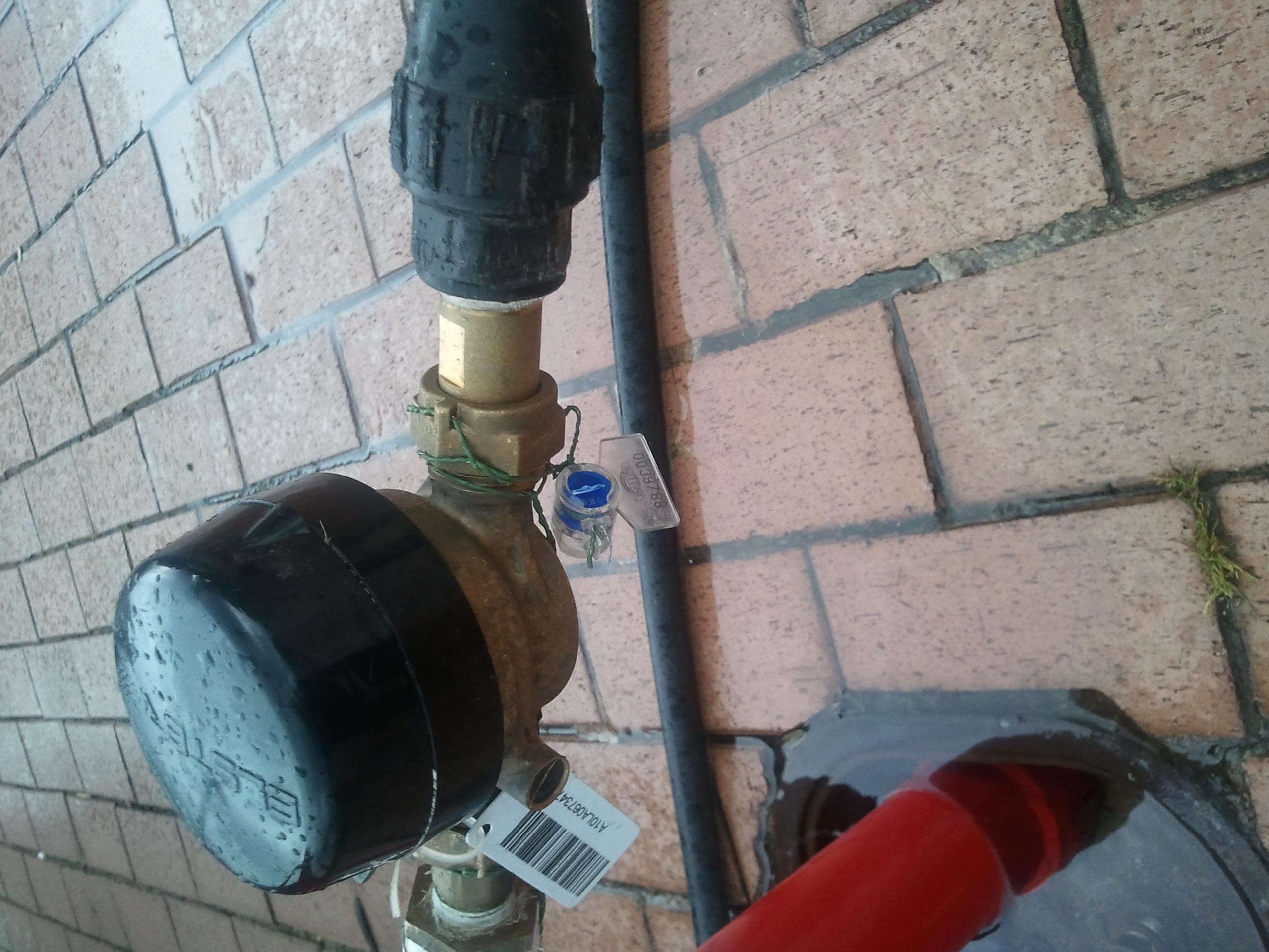 Plombe mit Drehverschluss Euro Tool Less, eingesetzt an einem Wasserzähler